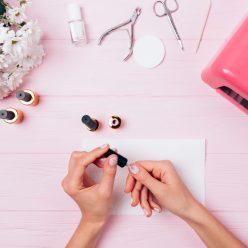 Appliquer et retirer vernis à ongles